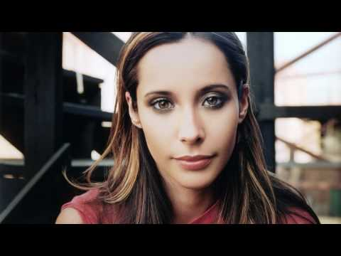 Nerina Pallot: Everybody's gone to war (original 2005 m ...