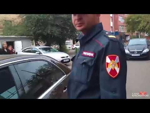 Перед акцией протеста против пенсионной реформы трое неизвестных напали на девушку с красными шарами. Полиция отпустила.