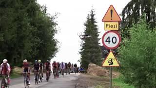 Uwaga nisko przelatujący rowerzyści! Polak przeskoczył nad peletonem podczas Tour de Pologne