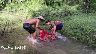 Video Primitive life: Skills survival Catch fish primitive period in the river MP3, 3GP, MP4, WEBM, AVI, FLV Juli 2019