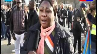 Marche ya Kabila dégage na ezalí ya koyínda opɛsí Mbwá, Mbwá abooooooyi! Kongó tɛ́lɛma, engumba Tsúri, Swisi, Erópa, o 29 ɔkɔtɔ́bɛ 2011. Marche ...
