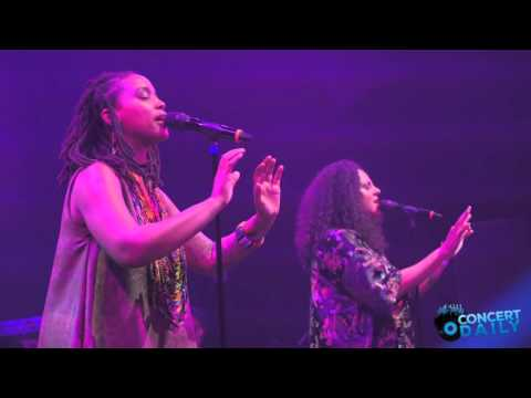 "Floetry Performs ""Say Yes"" Live At The Howard Theatre"
