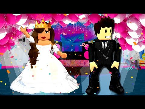 DANCING AT PROM | Roblox Royale High School | Roblox Roleplay