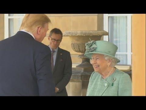 Ηνωμένο Βασίλειο: O Ντόναλντ Τραμπ συναντήθηκε με τη  βασίλισσα Ελισάβετ Β στο παλάτι του Μπάκιγχαμ