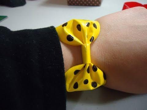 Como hacer un brazalete en forma de lazo con cinta adhesiva