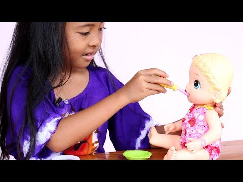 Unboxing Mainan Anak Perempuan Boneka bayi - Baby Alive Snackin Lily feeding Playdoh Food