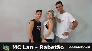 """MC Lan - Rabetão Coreografia - Free DanceJorge - @jorginhoalves36Carol -@carolfhfBruno - @brunoindiooVenha fazer parte da nossa família se inscreva no nosso canal e não se esqueça de clicar em """"gostei"""" e compartilhar o vídeo!  e fiquem ligados nas próximas novidades! Os Integrantes da Nossa Família ((Free Dance))FacebookDançarina: Carol HenriquesDançarina: Ranna BittencourtDançarina: Kátia Fino Dançarino: Thiago SantanaProf: Beatriz Ferreira ((Bia))Prof: Mayara Campos ((May))Prof: Amanda Ferreira Prof: Jorge Alves ((Jorginho))Prof: Ruan RosaProf: Júlio César ((Julinho))Prof: Wesley Stifler ((Tico))Prof: Anderson AlvesProf: Antonio Bruno ((Bruno Índio))Prof: Carlos Henrique ((Avatar))Patrocínio: STILLUS FITNNESSSe Inscreva no Nosso Canal - FREE DANCE #BORADANÇARDeixe o seu Comentário..."""