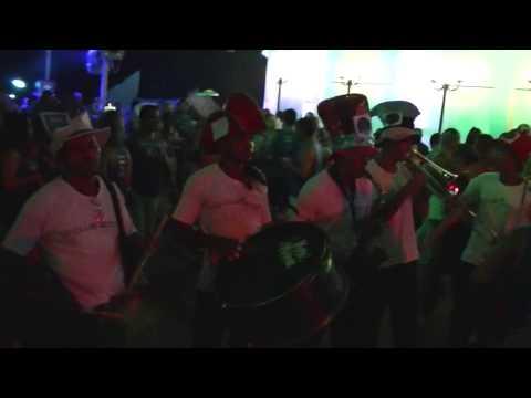 A fanfarra de Edd Bala no Camarote Salvador 2013 na segunda dos sonhos.