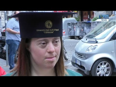 Watch video Giulia con sindrome di down si laurea con 110 e lode