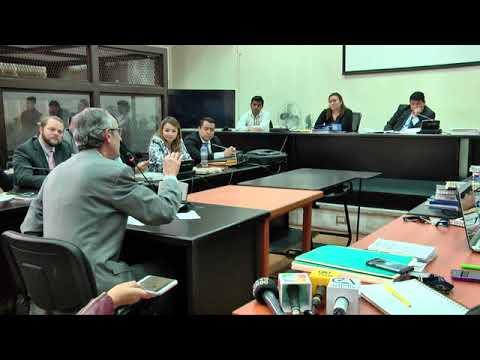 Entre aplausos de sus exministros Álvaro Colom reprocha a CICIG su captura