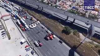 В Мексике протестующие перекрывают трассы из-за повышения цен на бензин