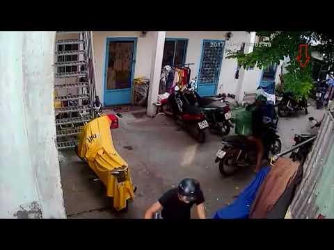 Trộm thản nhiên bẻ khóa 'cuỗm' xe máy tại nhà trọ đông người