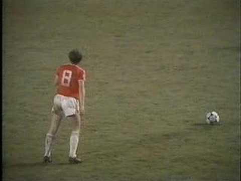 Mark Hughes con la Selección de Gales