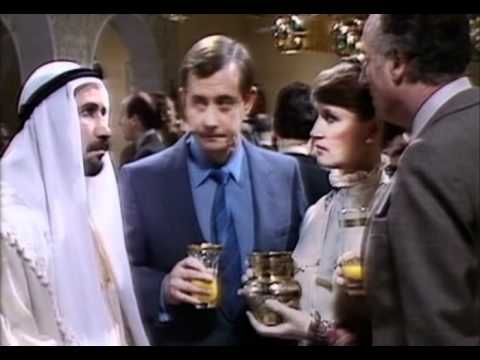 """""""Britain's Best Sitcom"""" - Yes minister (3/4)"""