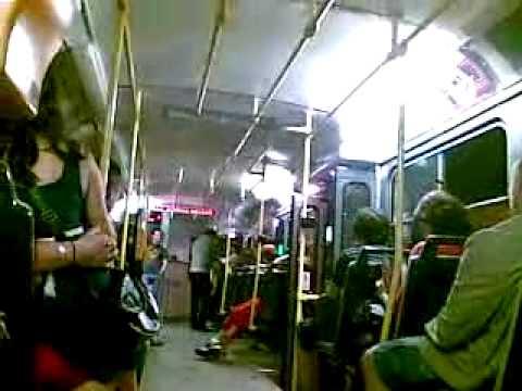 Ožralá cigánka v tramvaji