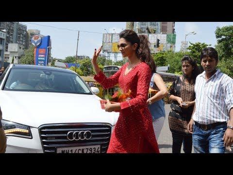 Video - Deepika Padukone praying at the Siddhivina