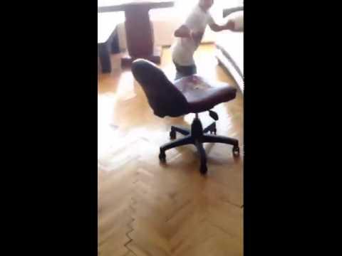 Küçük çocuğun dramı. En komik videolar Video MOD 10'dan :)