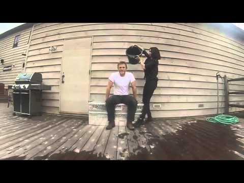 daniel craig - Daniel Craig ALS Ice Bucket Challange.
