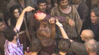 Subscribe to the Game of Thrones YouTube: http://itsh.bo/10qIOan Staging the mob's bloodlust. Continue exploring this episode...