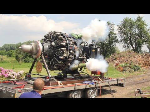Curtiss-Wright R-3350 32-WA, 18 Cylinder Radial Engine (Sternmotor), first start in 32 years