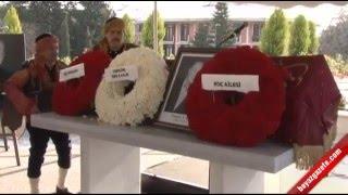 Geçirdiği kalp krizi sonucu hayatını kaybeden iş adamı Mustafa Koç için ilk tören, Koç Holding'de düzenlendi. Mustafa Koç, çalışanlarının omuzunda son yolculuğuna uğurlandı.kaynak : http://beyazgazete.com/