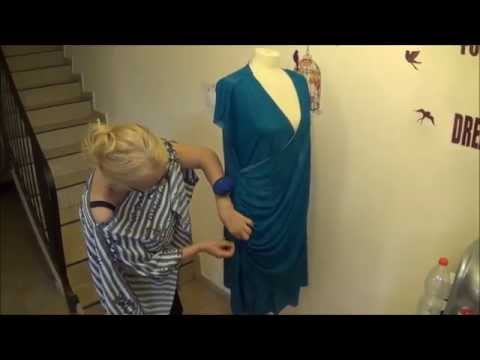 Come tagliare e cucire un abito a portafoglio con drappeggio