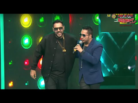 Mika Singh Vs Badshah Face Off At The Royal Stag Mirchi Music Awards! | Radio Mirchi