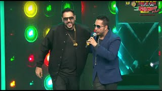 Video Mika Singh Vs Badshah Face Off At The Royal Stag Mirchi Music Awards! | Radio Mirchi download in MP3, 3GP, MP4, WEBM, AVI, FLV January 2017