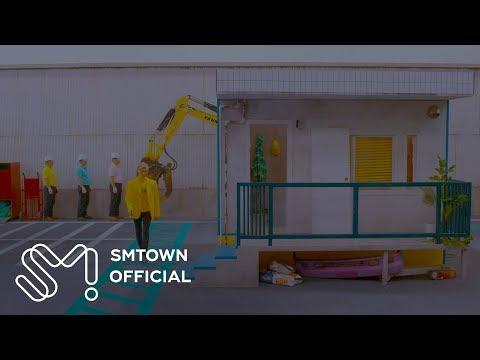 SHINee's Jonghyun walks l…