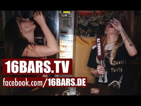 Schwesta Ewa & Visa Vie auf Kneipentour (16BARS.TV)
