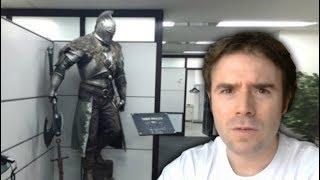 """EL PROXIMO JUEGO DE FROM SOFTWARE ¿Cómo creo que va a ser?En este vídeo os voy a hablar del próximo juego de From Software y qué tipo de juego va a ser según mi experiencia y la información disponible hasta el momento.¿Te ha gustado este vídeo? ¡SUSCRÍBETE PARA MÁS! http://bit.ly/1H1gvxv Otros links de interés:DARK SOULS 3: Explicación de la introducciónhttps://www.youtube.com/watch?v=JAg9dZY1YToDARK SOULS 3: Guía de claseshttps://www.youtube.com/watch?v=P6sOctKSVYcDARK SOULS 3: Guía de estadísticashttps://www.youtube.com/watch?v=UbRKo0zmKZ8Dark Souls III, es un juego desarrollado por From Software y sigue la estela de Dark Souls II. Fue anunciado el pasado 15 de Junio de 2015. El juego se desarrolla para el PS4, Xbox ONE, y PC por Namco Bandai Games. Se espera su lanzamiento para el 24 de marzo de 2016 en Japón y el 16 de abri de 2016 en el resto del mundo.From Software ha desvelado una pequeña porción de la trama, dándonos pistas sobre algunos NPC's, jefes, lugares y demás:""""Al comenzar el juego, los jugadores descubrián que han revivido en las Tumbas Desatendidas como un """"Desavivado"""" y tendrán que hacer frente al poderoso Iudex Gundyr para demostrar que son dignos antes de dirigirse al Santuario del Enlace de Fuego. En el santuario encontrarán a la Guardiana de Fuego atendiendo una hoguera que servirá a los jugadores en su largo y arduo viaje. Los jugadores encontrarán a otros personajes viviendo en el santuario incluyendo a Hawkgood, un Desavivado y un fugitivo de la Legión de No muertos de Farron, junto a un hombre de aspecto peculiar sentado en uno de los tronos del santuario que se hace llamar a sí mismo Ludleth de Courland y Señor de la Ceniza. Desde el Santuario del Enlace de Fuego los jugadores empezarán una aventura de fantasía oscura y melancólica a lo largo del enorme y retorcido mundo de Dark Souls III"""".En este vídeo os voy a hablar del próximo juego de From Software y qué tipo de juego va a ser según mi experiencia y la información disponible hasta el """