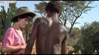 Os deuses devem estar loucos II - Africano ajudando a moça