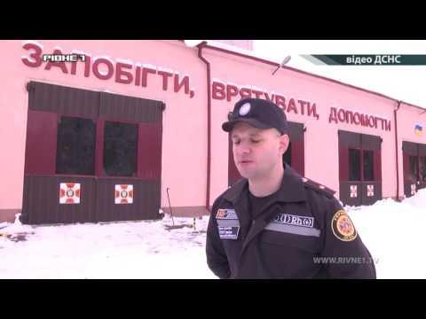 Рятувальники та поліцейські допомагали автомобілістам, які потрапили в сніговий полон [ВІДЕО]