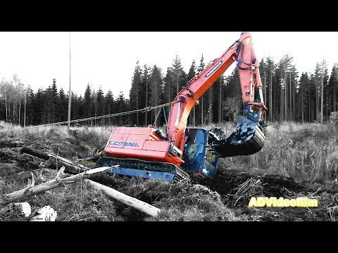terri - Doosan excavator is stuck in the mud 20 km South Gävle in Sweden. A job for Terribärgarn from Östervåla.