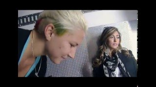 Ormai diventate amiche, la miss Eleonora Rossi non può certo mancare alla gara Mondiale di Motocross. La Miss, preoccupata a causa del suo abbigliamento poco...