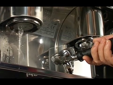 How to clean an espresso machine – Caffé Musetti