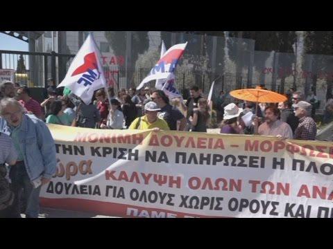 Συγκέντρωση διαμαρτυρίας εκπαιδευτικών έξω από το υπουργείο Παιδείας
