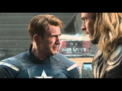 Marvel Los Vengadores | Escena: Capitán América y Thor en plena lucha