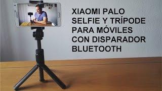 Trípode y palo selfie de la marca Xiaomi que permite sacar fotos a distancia gracias a su disparador conectado vía bluetooth con el móvil.