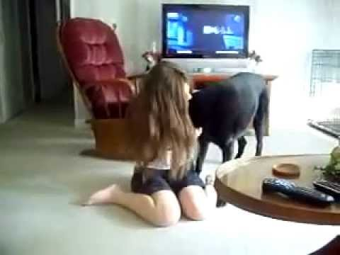 少女不小心動到狗狗的敏感部位,狗狗的反應竟然是.... 最後