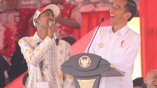 Video Kocak! Dicegat Paspampres, Petani Pintar Ngotot, Ajari Jokowi Pancasila! MP3, 3GP, MP4, WEBM, AVI, FLV Mei 2017