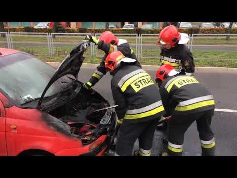 Wideo1: Pożar auta na ul. Mickiewicza w Lesznie