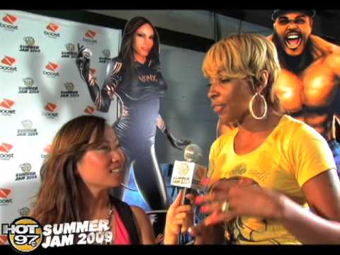 Miss Info and Mary J Blige At Summer Jam 2009