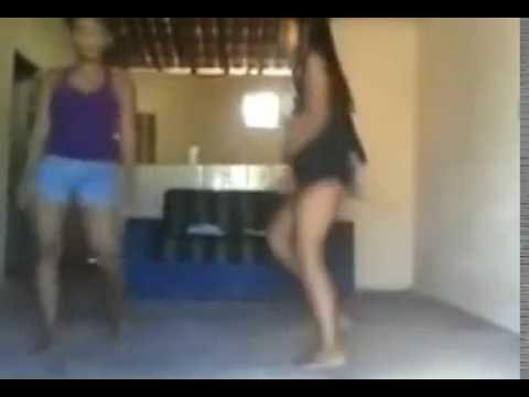 vulto estranho- DEMÔNIO - Aparece Atrás de Duas Garotas Quando Elas Dançavam Funk Guadalajara