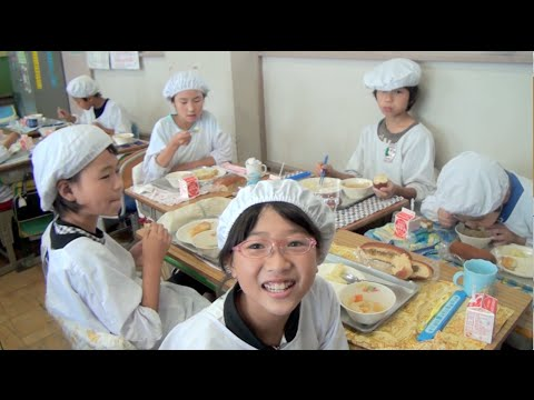School Lunch in Japan - It's Not Just About Eating! (видео)