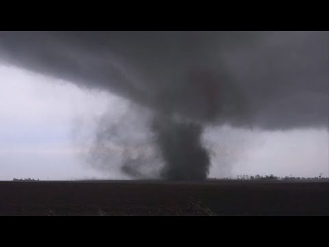 Deadly tornadoes hit Midwest
