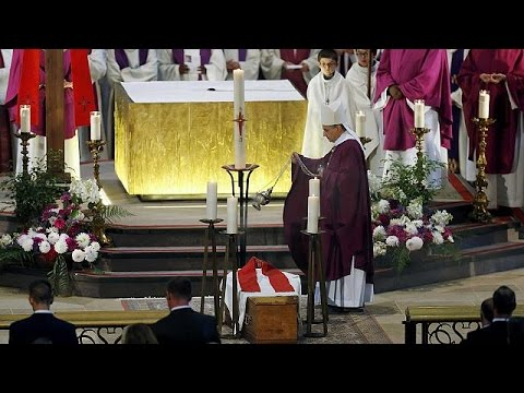 Πλήθος κόσμου στην κηδεία του ιερέα που δολοφονήθηκε από τζιχαντιστές στη Νορμανδία
