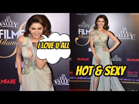 Hot & Sexy Urvashi Rautela At Filmfare Glamour & Style Awards