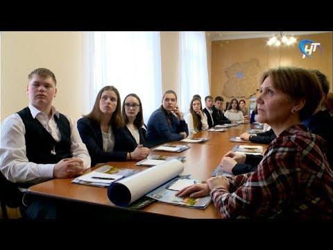 В день рождения регионального парламента Елена Писарева встретилась с новгородскими школьниками