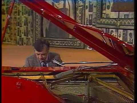 Раймонд Паулс - Листья желтые (instrumental)
